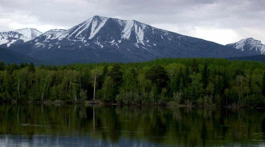 гигантский саркофаг в виде горы