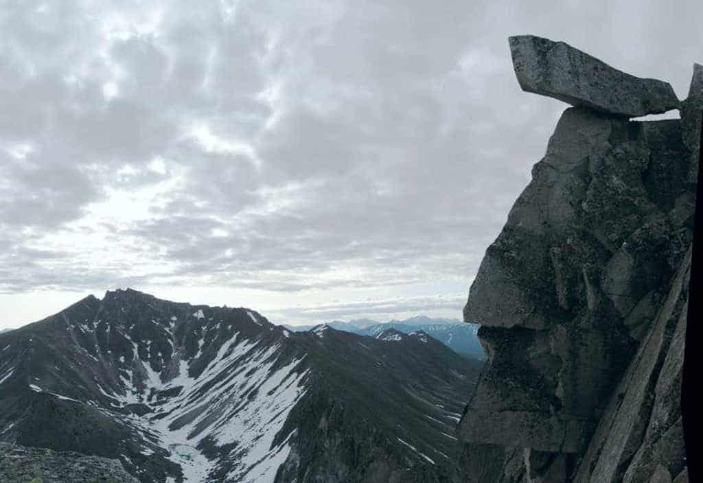 статуя северного байкала