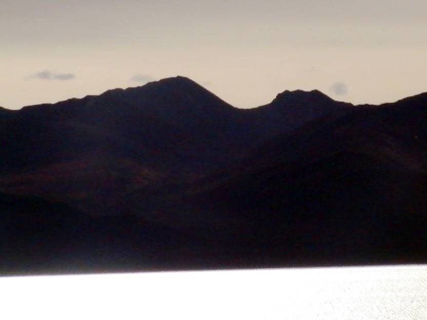 Гора контур гигантской, лежащей навзничь женщины